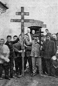 Кресты для нового храма Покрова Пресвятой Богородицы. Установлены 17 августа 1908 года.