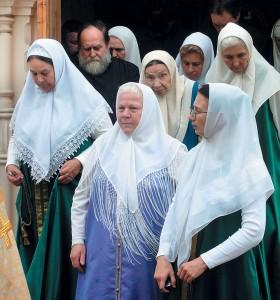 Корифеи Остоженского хора вовремя крестного хода вокруг храма, 2006г.