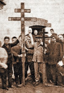 Поднятие крестов наглавы храма, 17августа 1908г.