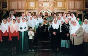 Прихожане храма поздравляюто. Сергия сюбилеем, 8октября 2005г.